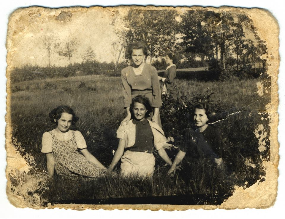 1. Sara and girlfriends who perished in Holocaust copy