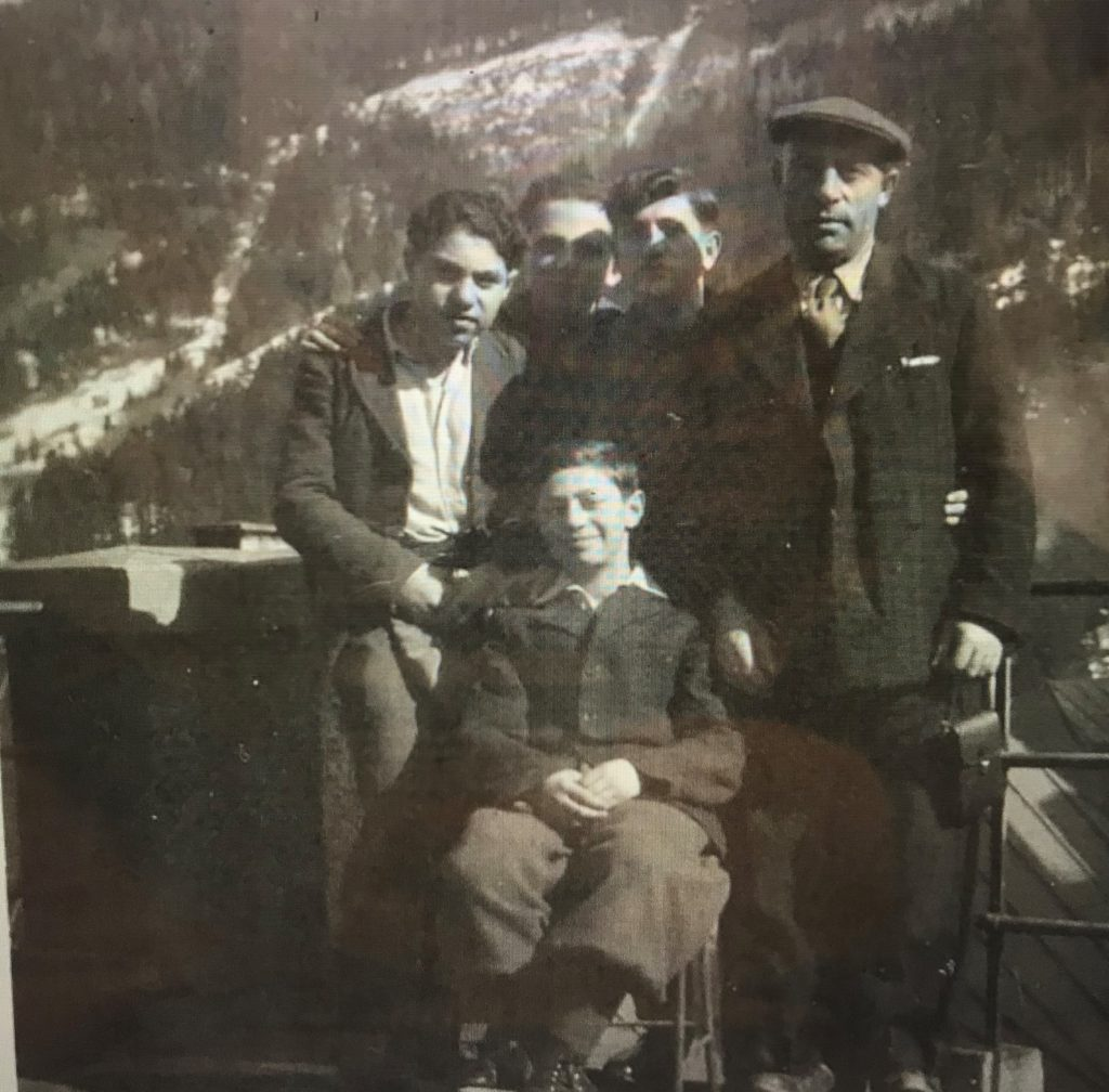 1945 - Badgastien - Robert, Brother, Father