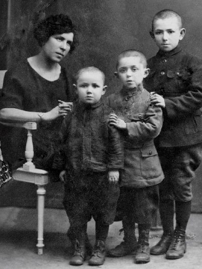 4-Pesach-1922-youngest-of-3-brothers-stands-beside-his-mother-along-with-Sholom-center-and-Hirszl-the-eldest-alsp-murdered-during-a-pogrom-Copy