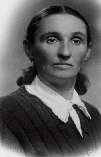 9 Genya Berkowsky, Lea Friedberg's mother, spent the war years with the Bielski partisans - Copy