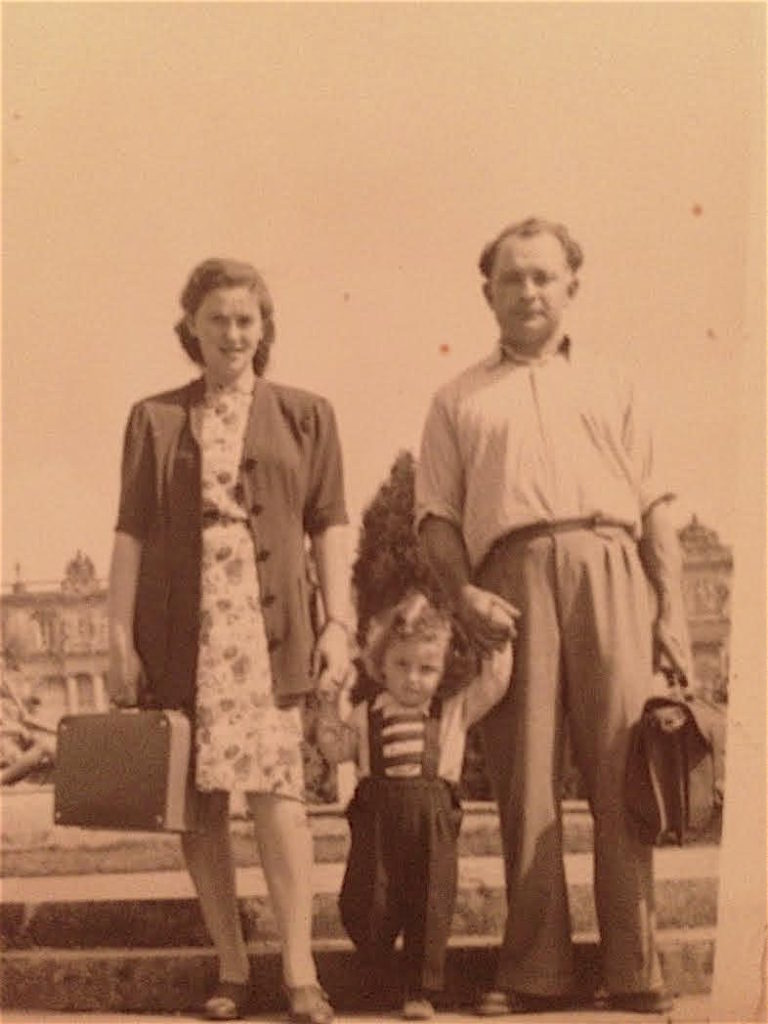 Judith and Motke Ginsburg with son, Chaim