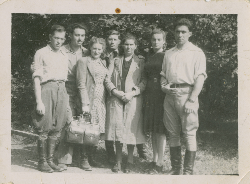 sam & ida 3rd & 4th from left after war